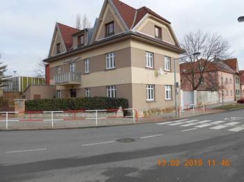 pohled na nemovitost z jihozápadní strany - Prodej bytu 4+kk v osobním vlastnictví 109 m², Praha 9 - Kbely