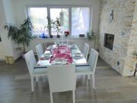 Jídelna. - Prodej domu v osobním vlastnictví 356 m², Beroun