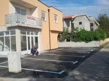 Pohled z ulice. - Prodej bytu 2+kk v osobním vlastnictví 43 m², Vir