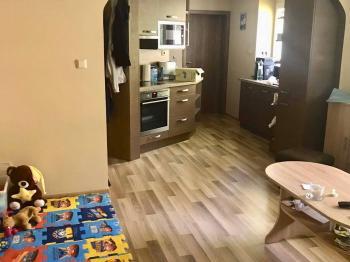 Obývací pokoj otevřený s kuchyní - Prodej bytu 3+kk v osobním vlastnictví 54 m², Příbram