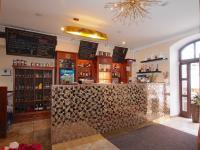Restaurační místnost s barovým pultem (Prodej domu 600 m², Tábor)