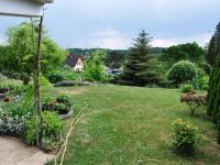 Pohled do zahrady (Prodej domu v osobním vlastnictví 172 m², Týnec nad Sázavou)