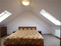 Ložnice v podkroví - Prodej domu v osobním vlastnictví 386 m², Votice