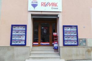 RE/MAX Cross