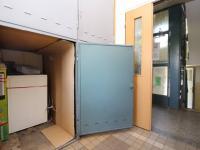 box pro kočárek (sklep) u vstupu do domu (Prodej bytu 3+1 v osobním vlastnictví 66 m², Plzeň)