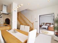 jídelní stůl - Prodej domu v osobním vlastnictví 308 m², Zbůch