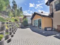 vstup do bazénu - Prodej domu v osobním vlastnictví 308 m², Zbůch