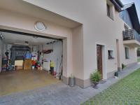 garáž - Prodej domu v osobním vlastnictví 308 m², Zbůch