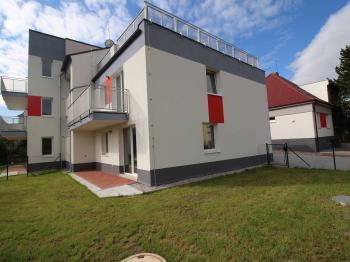 pohled na balkon č. 1 - Pronájem bytu 2+kk v osobním vlastnictví 99 m², Plzeň