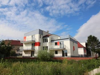 dům z venku - Pronájem bytu 2+kk v osobním vlastnictví 99 m², Plzeň