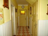 Přízemí - spojovací chodba - Prodej domu v osobním vlastnictví 180 m², Teplá