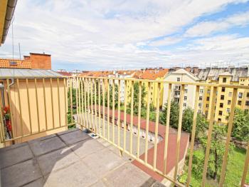 balkon, pohled z balkonu - Prodej bytu 4+kk v osobním vlastnictví 122 m², Plzeň
