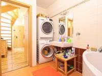 spodní koupelna - Prodej bytu 4+kk v osobním vlastnictví 122 m², Plzeň