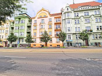 dům z ulice Klatovská třída - Prodej bytu 4+kk v osobním vlastnictví 122 m², Plzeň
