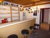 bar 1.NP (Prodej nájemního domu 560 m², Chroboly)