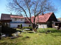 zahrada/uzavřený dvůr (Prodej domu v osobním vlastnictví 140 m², Nicov)