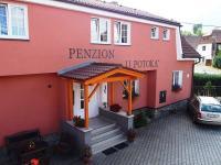 Penzion skýtá 25 lůžek. (Prodej penzionu 551 m², Nezdice na Šumavě)