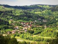 Celkový pohled na Nezdice. (Prodej penzionu 551 m², Nezdice na Šumavě)