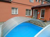 V lůně relaxačního bazénu. (Prodej penzionu 551 m², Nezdice na Šumavě)