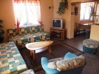 Obývací pokoj apartmánu. (Prodej penzionu 551 m², Nezdice na Šumavě)