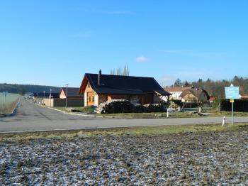 Vznikající nová ulice. - Prodej pozemku 1362 m², Osek