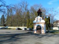 Kaplička u dětského hřiště. - Prodej pozemku 1362 m², Osek