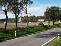 Pohled od příjezdu do Oseku. (Prodej pozemku 1362 m², Osek)