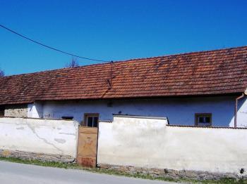 Dům pohled ze silnice - Prodej domu v osobním vlastnictví 96 m², Myslkovice