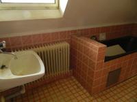 Koupelna v podkroví. (Prodej domu v osobním vlastnictví 321 m², Lom)