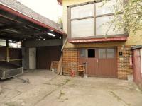 Parkovací stání a garáž. (Prodej domu v osobním vlastnictví 321 m², Lom)