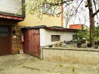 Garáž a sklad. (Prodej domu v osobním vlastnictví 321 m², Lom)