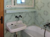 Koupelna (Prodej domu v osobním vlastnictví 384 m², Lodhéřov)