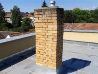Pohled na terasu budoucího podkrovního bytu. - Prodej domu v osobním vlastnictví 520 m², Milevsko