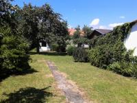 Letní pohled do zahrady. - Prodej domu v osobním vlastnictví 520 m², Milevsko