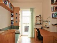 Pracovna se vchodem na balkon. - Prodej domu v osobním vlastnictví 520 m², Milevsko