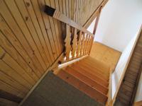 Dřevěné schodiště. (Prodej chaty / chalupy 92 m², Lidmaň)