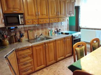 Kuchyně v přízemí. - Prodej domu v osobním vlastnictví 252 m², Sedlice