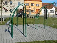 Herní prvky na náměstí. - Prodej domu v osobním vlastnictví 252 m², Sedlice