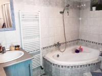 Koupelna. - Prodej domu v osobním vlastnictví 252 m², Sedlice