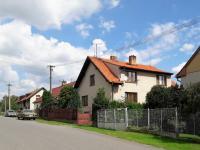 Pohled klidnou Komenského ulicí. - Prodej domu v osobním vlastnictví 252 m², Sedlice