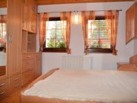 Ložnice v soukromé části (Prodej penzionu 220 m², Strážný)