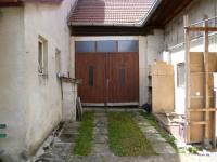 uzavřený dvůr-vstup do stodoly (Prodej domu v osobním vlastnictví 256 m², Kardašova Řečice)