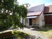 uzavřený dvůr-vstup do domu (Prodej domu v osobním vlastnictví 256 m², Kardašova Řečice)