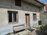 """uzavřený dvůr-vstup \""""vejminek\"""" (Prodej domu v osobním vlastnictví 256 m², Kardašova Řečice)"""