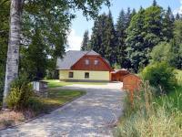 Dům z příjezdové strany (Prodej domu v osobním vlastnictví 220 m², Strážný)