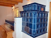 Krásná kachlová pec v obytném prostoru  (Prodej domu v osobním vlastnictví 220 m², Strážný)