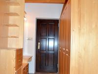 Koupelna v přízemí má 13 m2 (Prodej domu v osobním vlastnictví 220 m², Strážný)