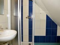 Jedna ze tří koupelen v podkroví (Prodej domu v osobním vlastnictví 220 m², Strážný)
