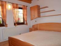 Ložnice v přízemí (Prodej domu v osobním vlastnictví 220 m², Strážný)