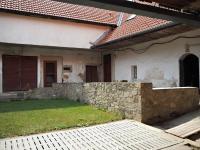 Pohled od vchodu do usedlosti - Prodej chaty / chalupy 650 m², Blažejov
